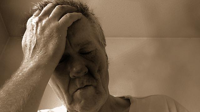 Bolest hlavy patří mezi nejčastější vedlejší účinky užívání látky sildenafil.